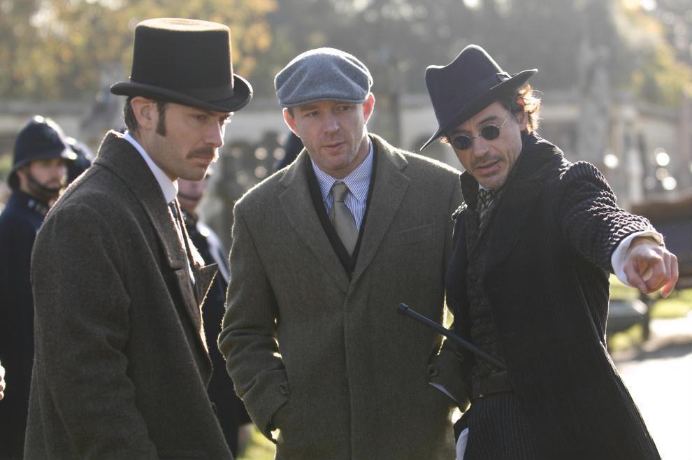 蓋瑞奇(中)曾與小勞勃道尼(右)、裘德洛(左)合作拍攝「福爾摩斯」系列電影。圖/...