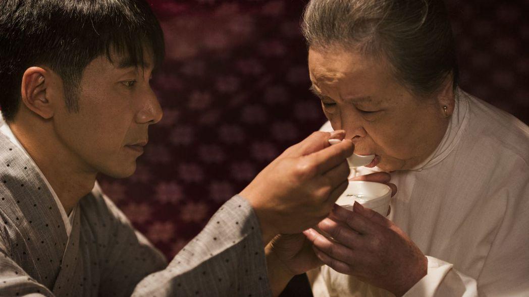 梅芳、李李仁戲裡飾演母子,餵粥這場戲讓2人印象深刻。圖/台視提供