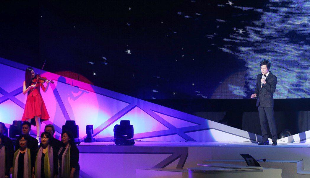 洪榮宏心曲演唱會-台北首場,大女兒洪巧妙,幫忙用小提琴伴奏。記者陳瑞源/攝影