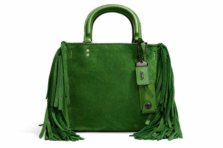 流蘇綠Rogue Bag,售價27,800元。圖/COACH提供