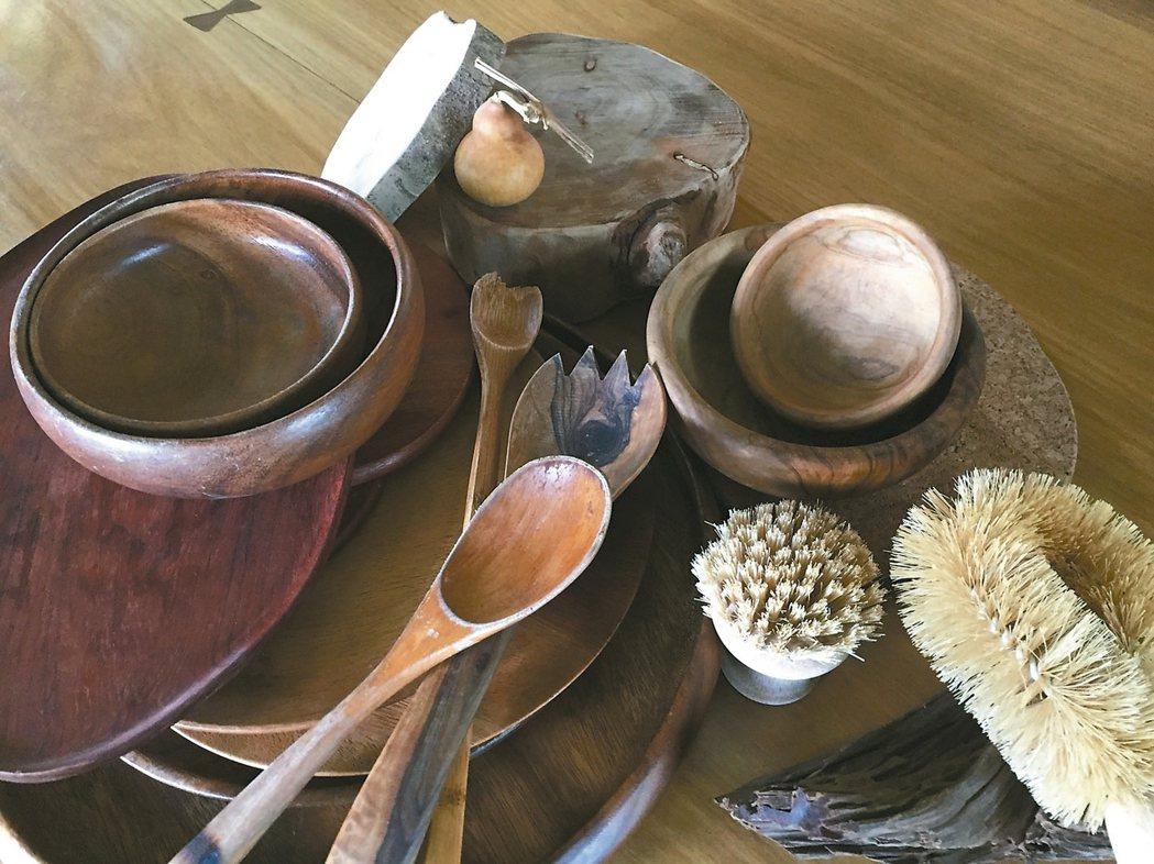 木製餐具需要油脂滋潤,吃飽了油反而會防水,因此更不沾味。 圖╱朱慧芳