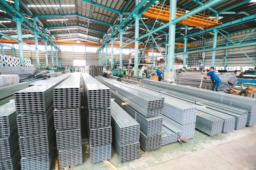 大博鋼鐵成立近50年,在董事長李博文和兩個兒子李宇倉、李宇山運籌帷幄下,從錏鉛板...
