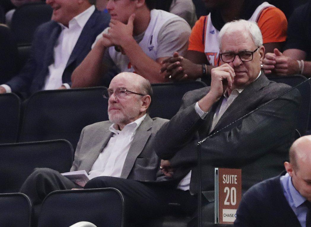 傑克森(右)並不會出席布萊恩球衣退休儀式。 美聯社