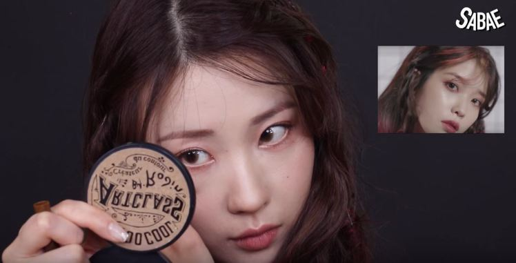 Risabae仿妝韓國知名實力派女歌手IU。圖/擷自youtube