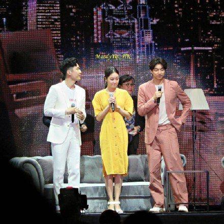 孔劉在香港見面會上換上在台灣連穿多次的品牌Bottega Veneta,選擇以2...