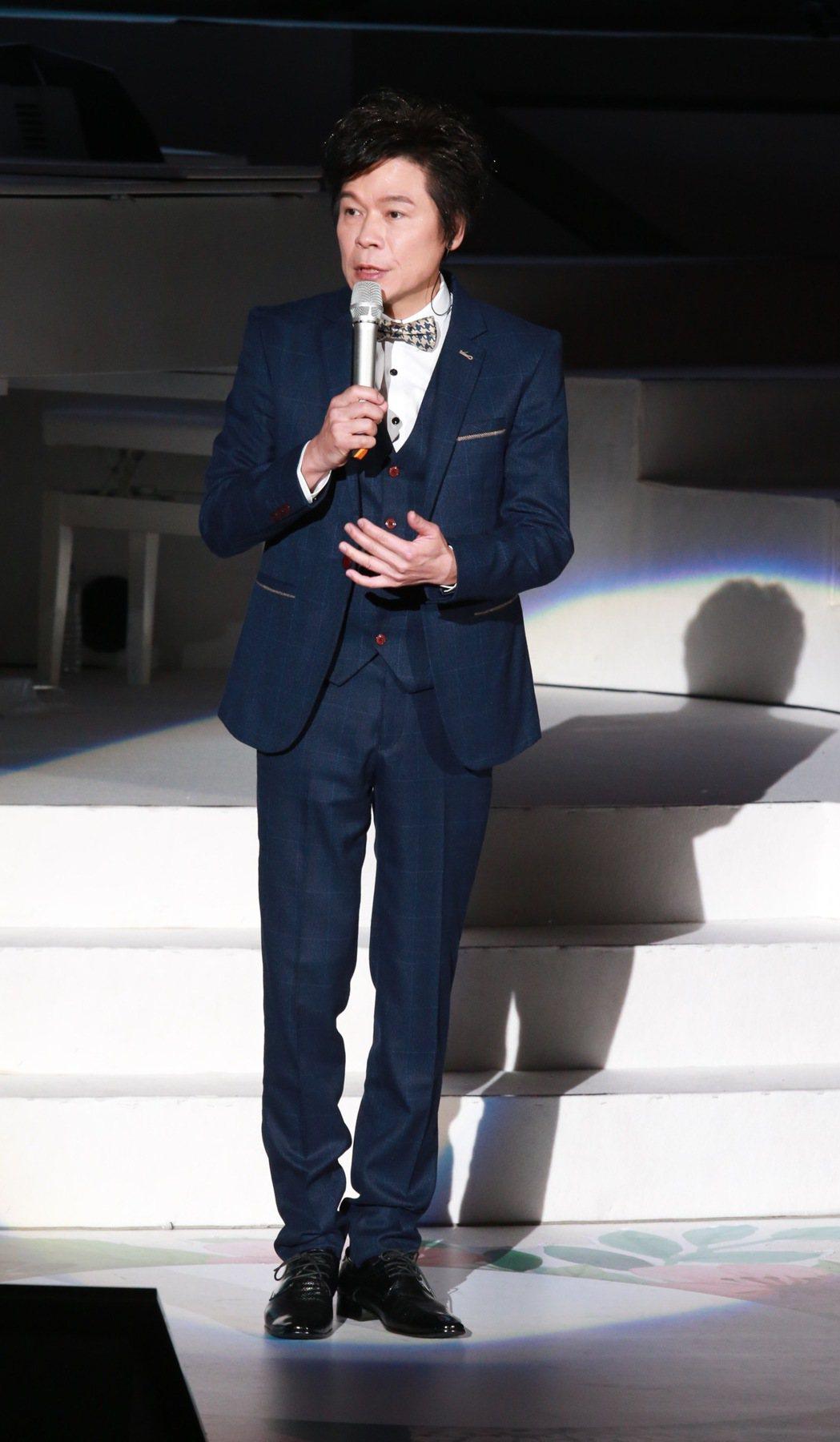 金曲獎台語歌王洪榮宏,下午在台北國際會議中心舉行第2場「心曲演唱會」,邀請長子洪...