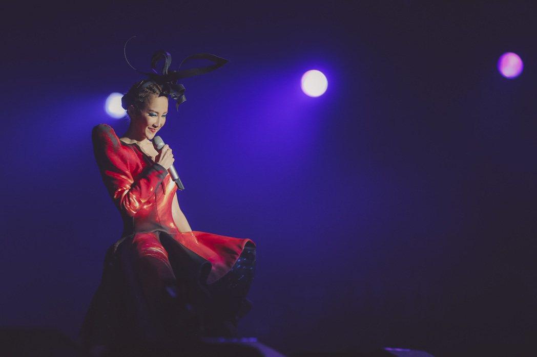 CoCo李玟「18」巡演深圳首站,化身百變天后。圖/Timeless Treas...