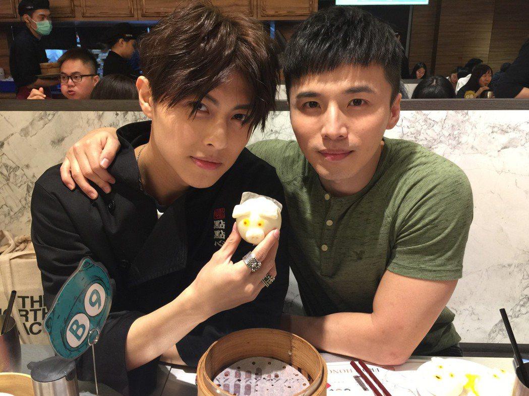 王子出席阿緯經營餐廳一日店長活動。記者陳慧貞/攝影