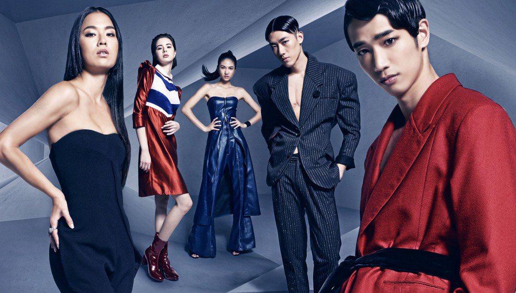 劉以豪(右起)、鄭宇倫、陳詠芯、金凱德、王麗雅為璀璨之星拍攝廣告。圖/伊林提供