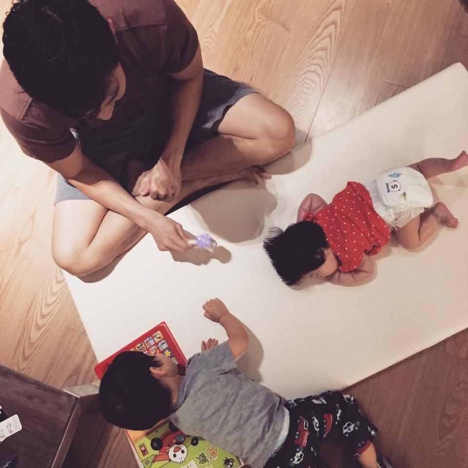 隋棠則拍攝老公和孩子們的互動。圖/摘自隋棠臉書