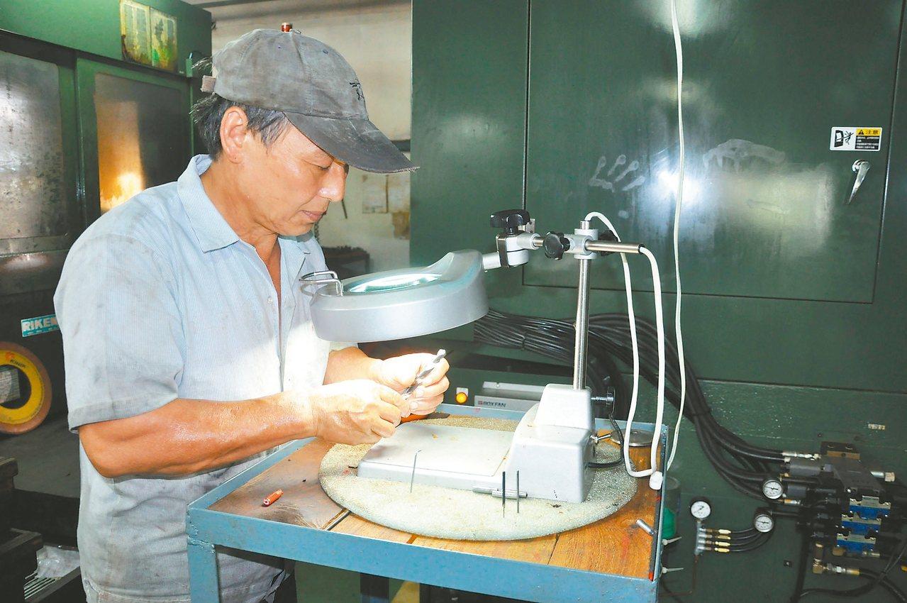 勞動部鼓勵退休勞工重返職場,卻有退休勞工礙於經濟被迫工作。 圖/勞動力發展署提供