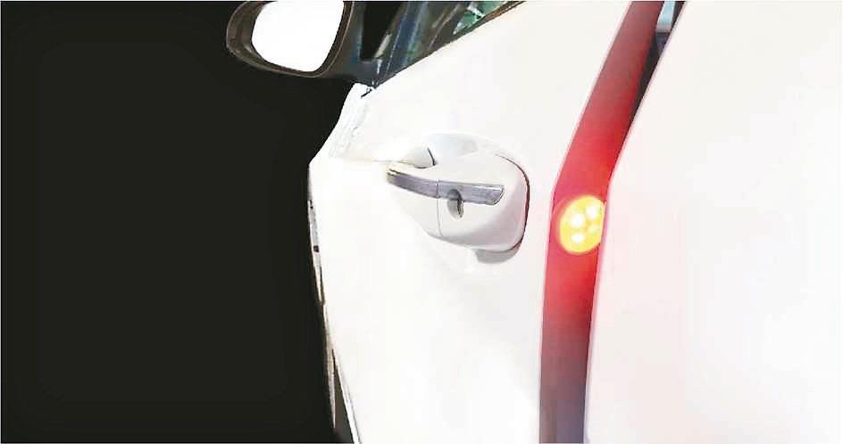 無線車門警示燈產品即日起在各大網路商城上市。 力巨人/提供