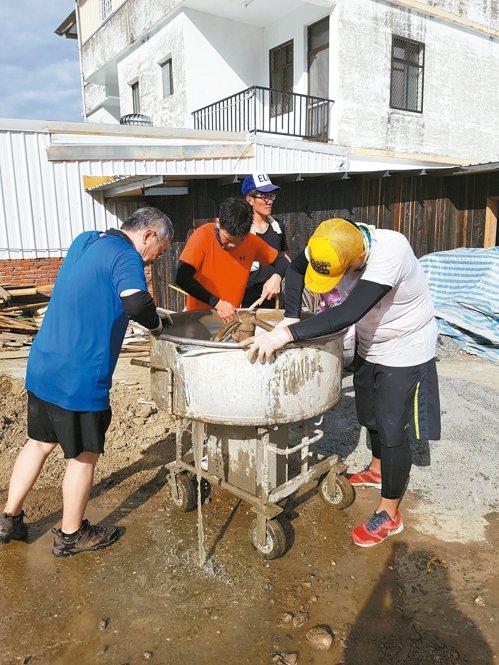 公司發起台東土磚造屋計畫。