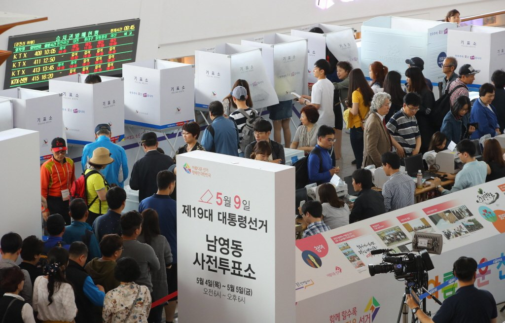 此次南韓總統大選於5月4、5兩日舉行不在籍投票,主要目的是為保障9日總統大選當天因故無法前往投票的選民權利。 圖/歐新社