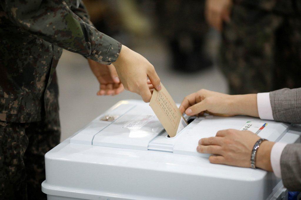 在南韓全體國民冀望選出新一代總統領導,將要揭曉的投票率是否又會創下歷史新高呢? 圖/路透社