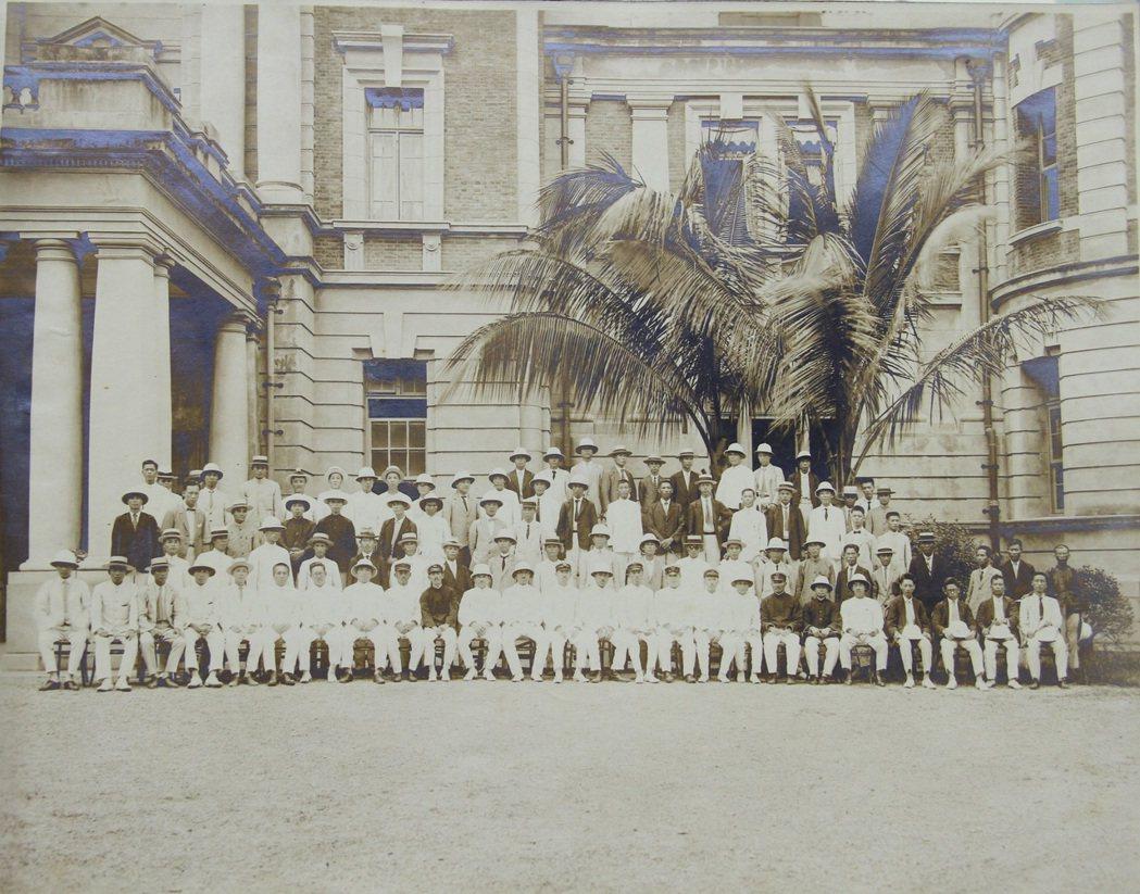 1931年(昭和六年),梁淑美的父親梁德發,與「台灣產業組合協會高等講習會」所有...