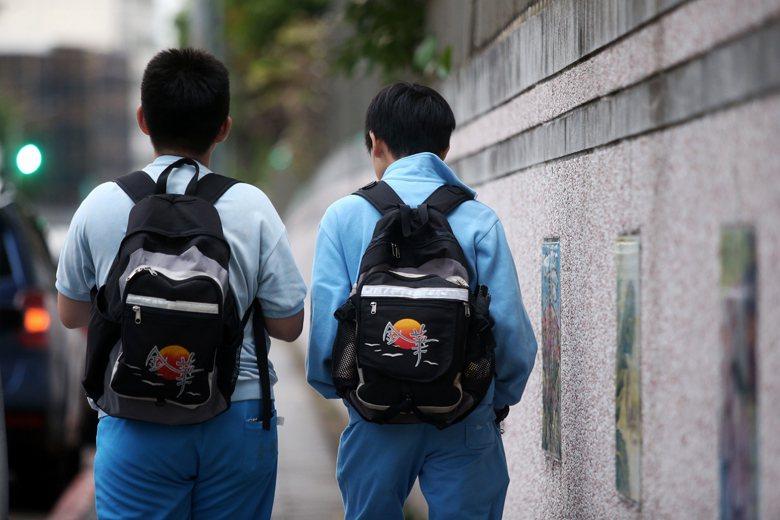 曾有教師指出,校方怕低分打擊學生信心,擔心國中國文的文言文比例與高中銜接不上,希望教高一的老師們出題要以記憶題為多。 圖/聯合報系資料照