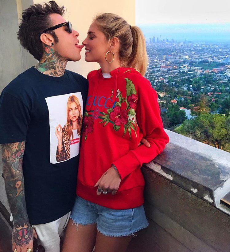 Chiara和Fedez時常在instagram上大秀甜蜜照,情侶穿衣搭配更成為...