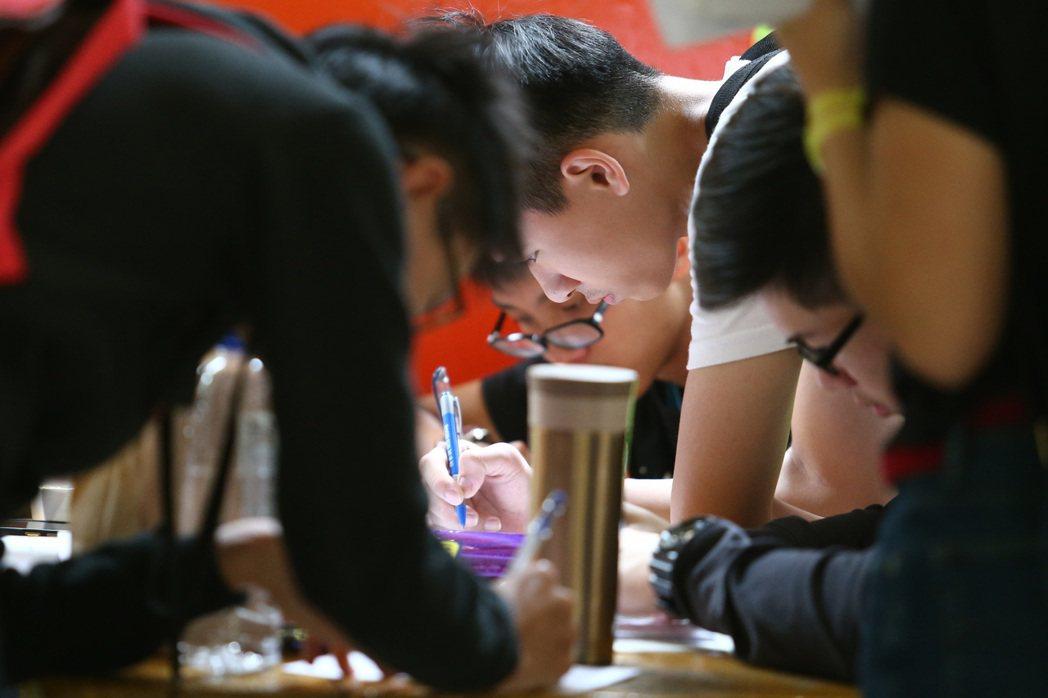 不論如何說詞,持平而言教育部仍放任指標性高職拚升學,就以剛結束的統測來說,孩子們...