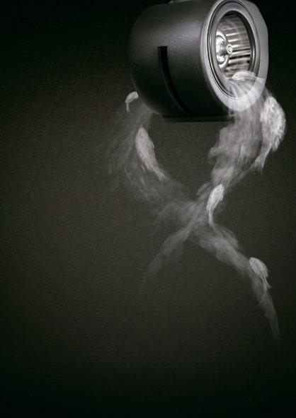 切換微風速狀態的靜音除味模式,以超低42分貝持續幫廚房換氣。