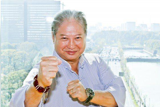 洪金寶接受日本媒體專訪。圖/摘自cinematoday