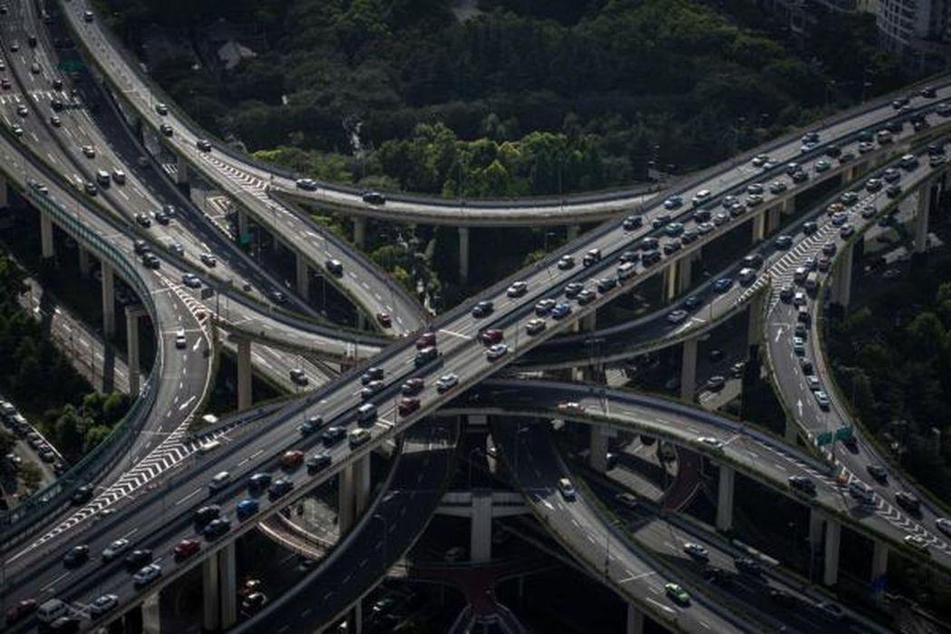 今後5年,上海將大力發展公共交通,並促進長三角區域交通一體化。(取材自澎湃新聞)...