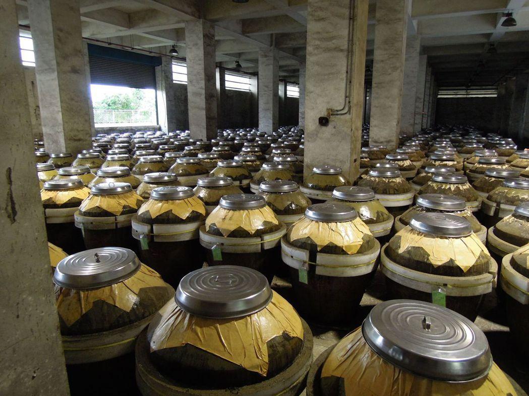 老酒每多放一年至少可增值3%。 記者楊美玲/攝影