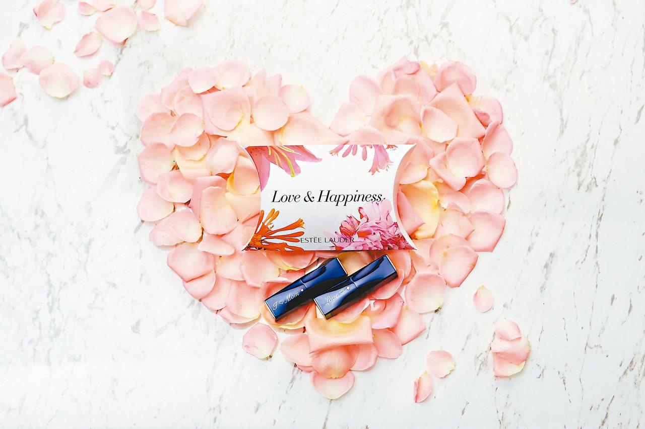 雅詩蘭黛絕對慾望唇膏系列擁有齊全的色彩,並推出母親節刻字活動。