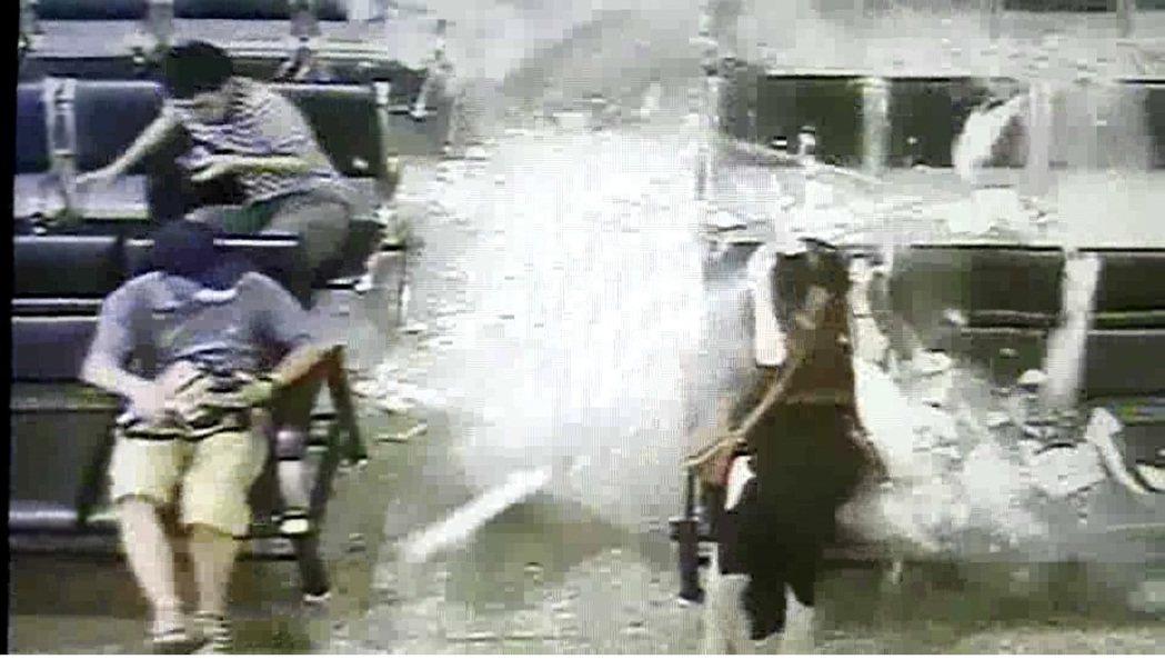 台鐵台南站大廳天花板突然崩落,候車的旅客來不及反應,被灰泥砸中。 本報資料照片