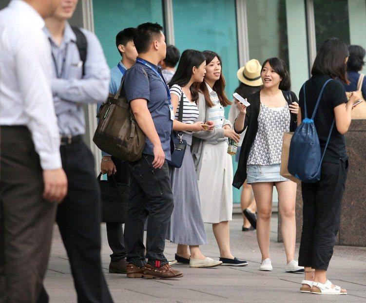 全台各縣市平均薪資統計出爐,最高為新竹市超過5萬元,最低為屏東縣不到3萬元。 聯...