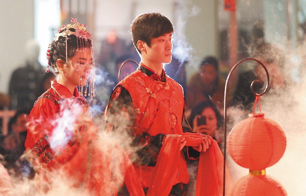 中華傳統禮教吃掉了讀書人,吃掉過女人,現在要吃掉同志了? 圖/中新社