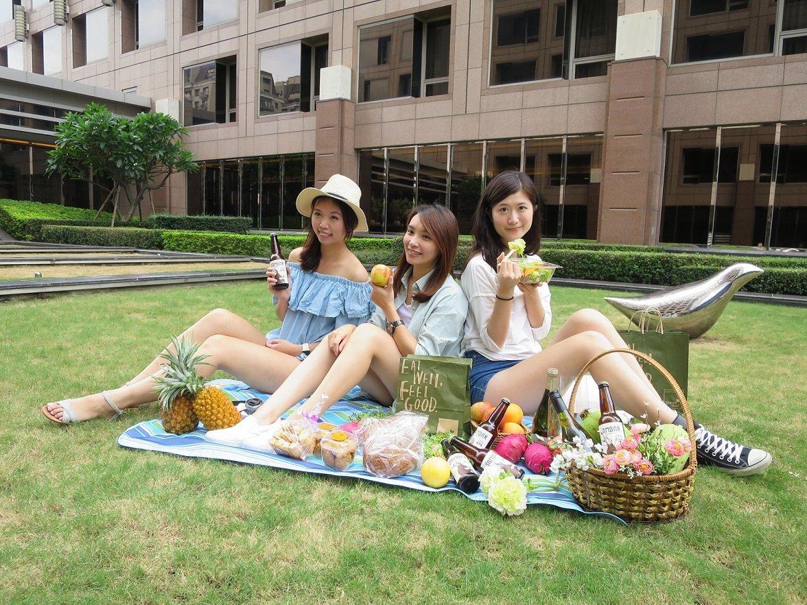 新竹喜來登「上五樓生活節」,讓民眾感受五星級的草地野餐派對。圖/喜來登提供