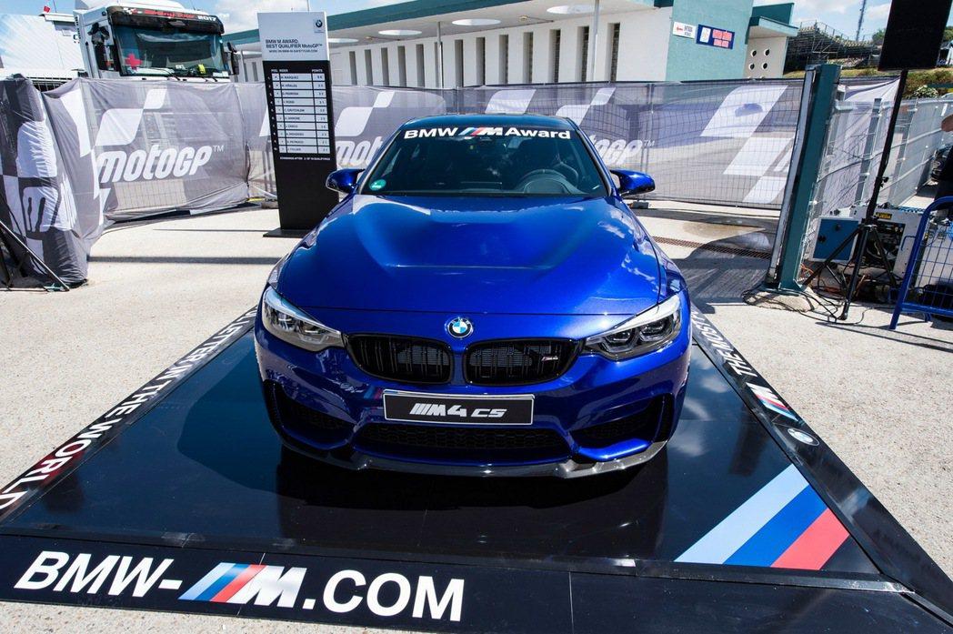 這部 BMW M4 CS 冠軍獎品上個月才在上海首度亮相。 摘自 Carscoops