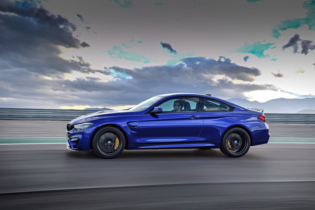 M4 CS 性能轎跑的 0-100km/hr 靜止加速僅需 3.9 秒! 摘自 BMW