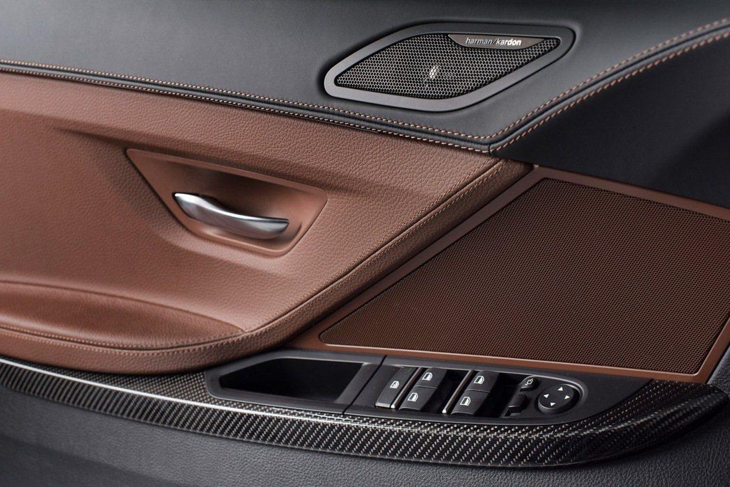 BMW 640i Gran Coupe之碳纖維車門飾板與雙縫線設計。 圖/汎德提供