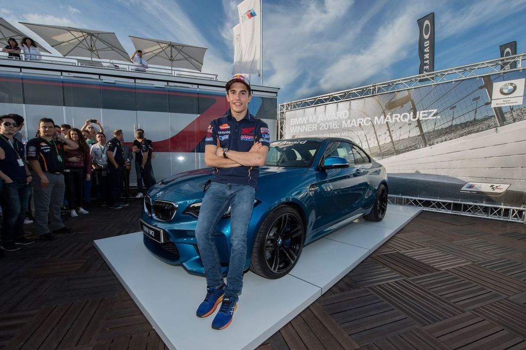 圖為 Marc Marquez 於去年 11 月獲得BMW M Award 年度桿位獎的 M2 雙門跑車。 摘自 Carscoops