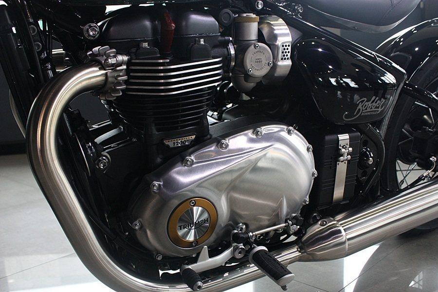 搭載與T120相同的並列雙缸水冷引擎。 記者林和謙/攝影
