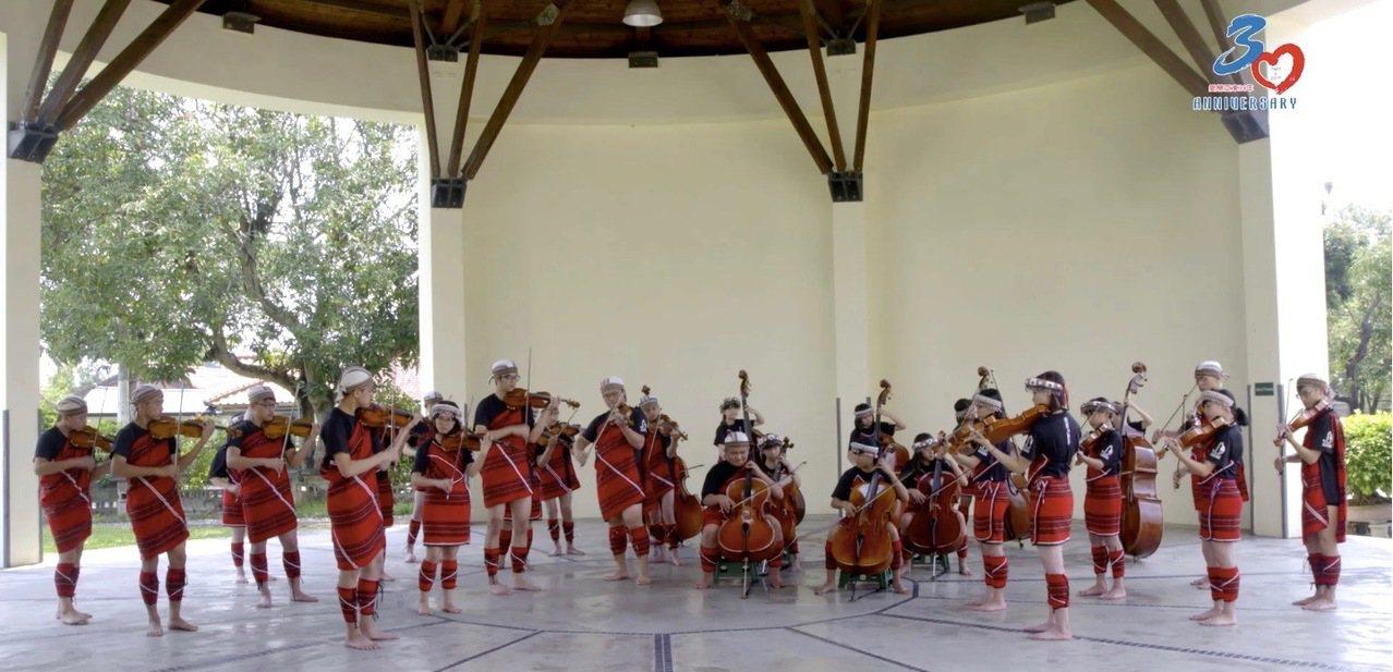 來自南投山區的原住民弦樂團「親愛愛樂」協助拍攝祝福影片,獻上一首曲子祝賀亞東工業...