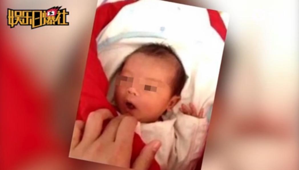 網路瘋傳一張嬰兒照,指稱是黃曉明與女星Angelababy的兒子小海綿的正面照。