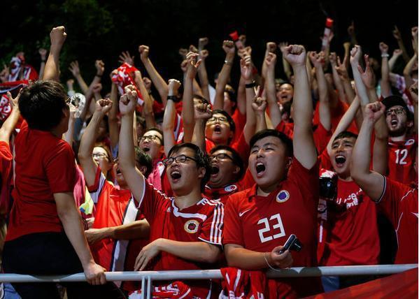 2015年6月香港球迷在香港對不丹比賽前,對大陸「國歌」報以滿場噓聲。此照片為香...