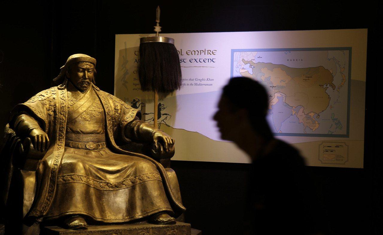 成吉思汗的軍隊不僅將外傷、骨科的技術傳給漢醫,蒙醫也在交流的過程中學到了陰陽五行...