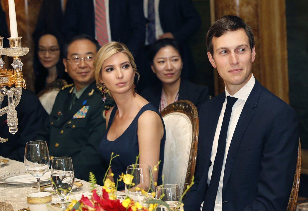 川普女婿庫許納與女兒伊凡卡,在白宮影響力日增。圖為兩人參加在佛州歡迎中國國家主席...
