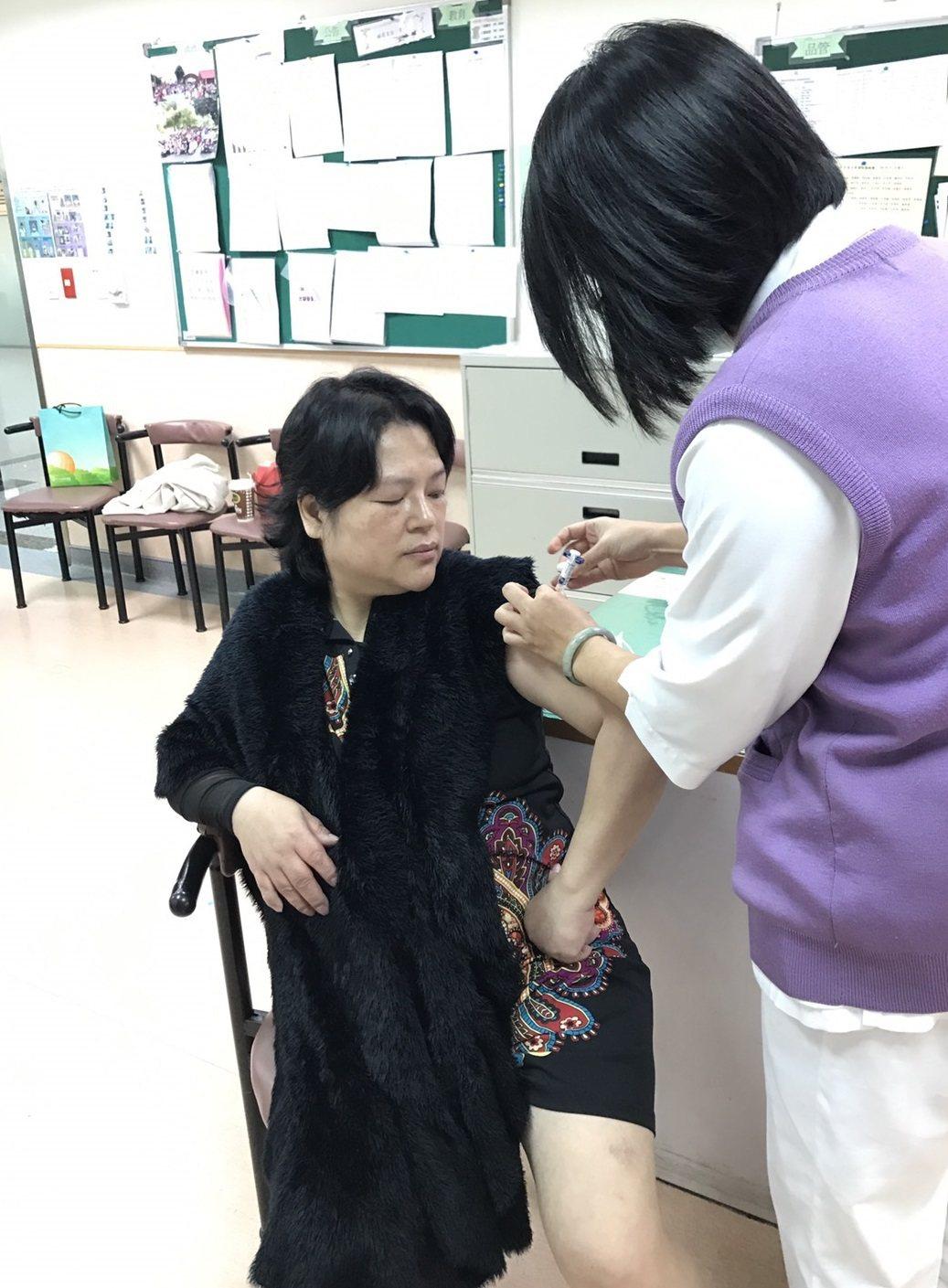 母親節將至,子女們要多多關心媽媽的免疫力,建議可以施打肺炎鏈球菌疫苗加強保護力(...