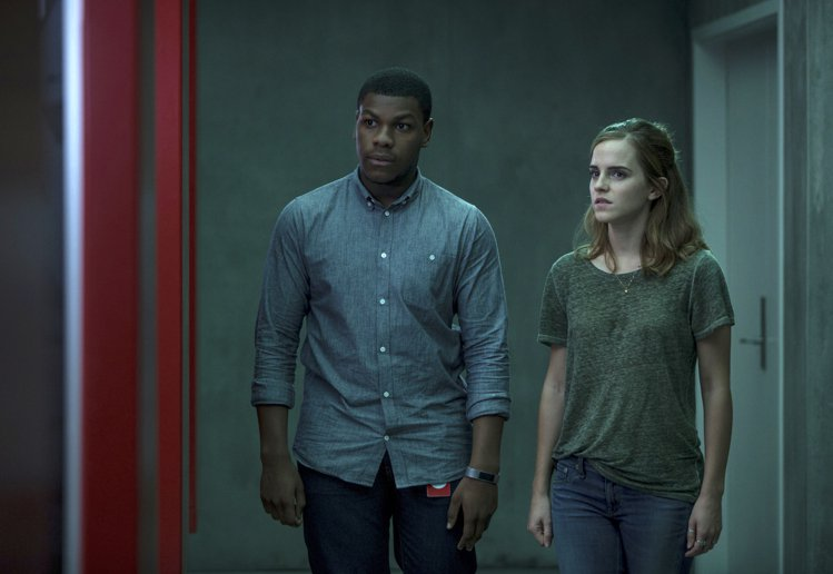 艾瑪華森與湯姆漢克斯共同主演的驚悚懸疑電影《直播風暴》。圖/美聯社