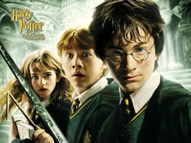 丹尼爾雷德克里夫﹝右起﹞、魯伯葛林特以及艾瑪華森從小就演出「哈利波特」系列電影。...