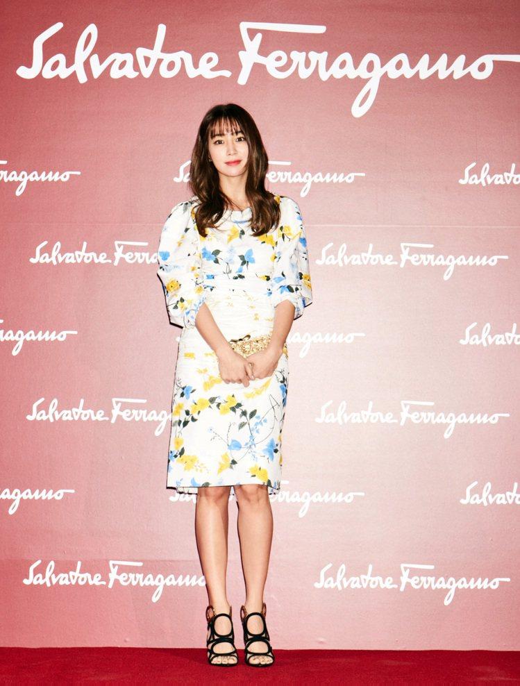 韓星李珉廷穿花洋裝出席活動。圖/Salvatore Ferragamo提供