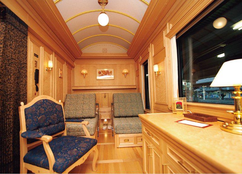 601號車的車內。即便所有SUITE客房的格局都一樣,但每間房使用的木材都不同,...