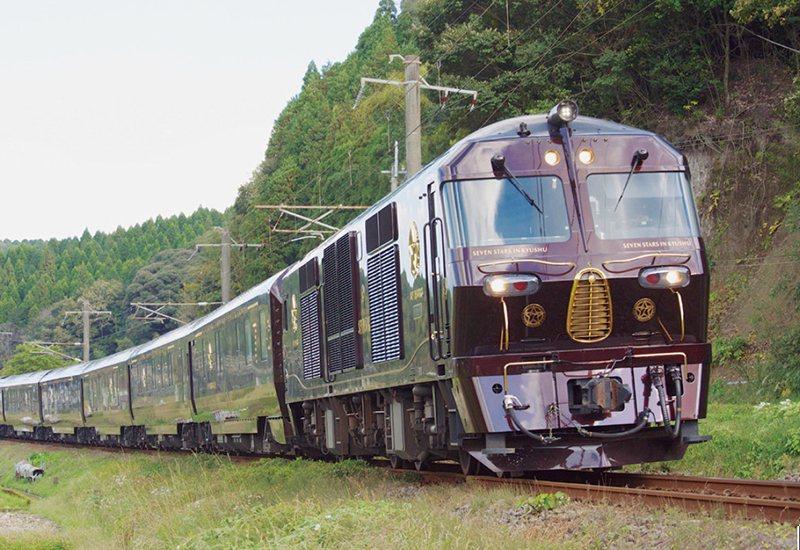 在日豐本線‧霧島神宮站~國分站之間運行的「七星in九州」。這裡是有名的攝影景點,...