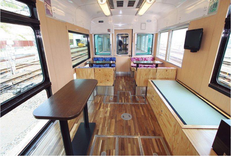 車內的多用途空間設有榻榻米座位,玩心滿溢。