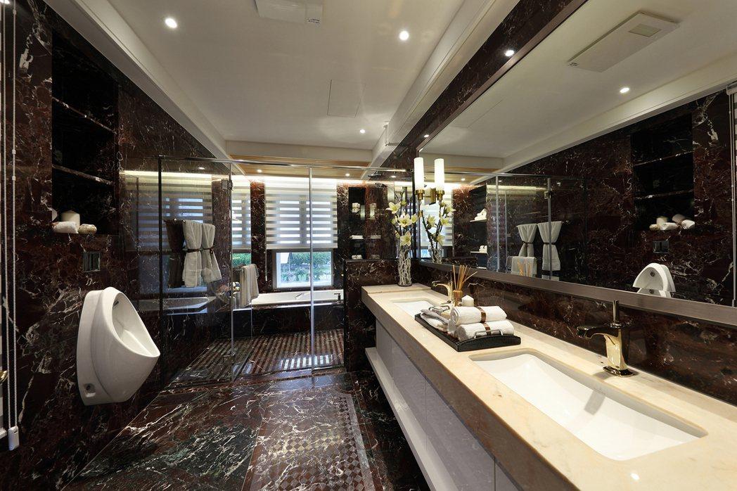 主浴採用全崗石材,集結世界頂級衛浴精品於一身。 圖片提供/百立建設